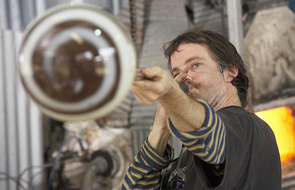 james-mcmurtrie-glass-blowing-590x380
